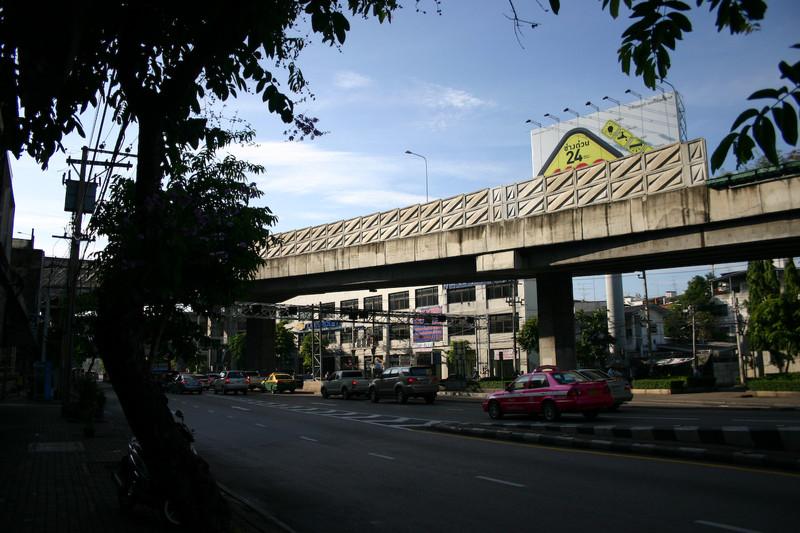 호텔 나서자 마자 처음 찍은 방콕거리